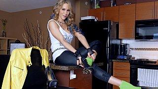 Rocking body blonde